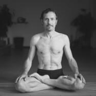 "yoga tema ""la postura"""